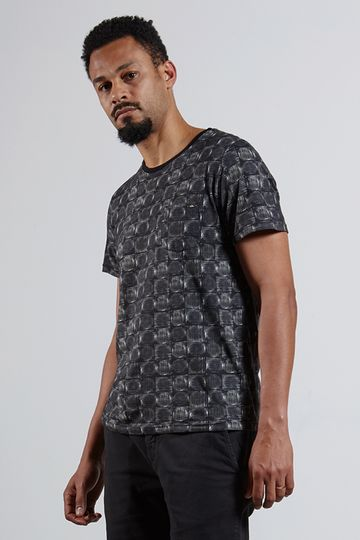 Ref.-18318---Tshirt-Carimbo-Full-Preta--frente-