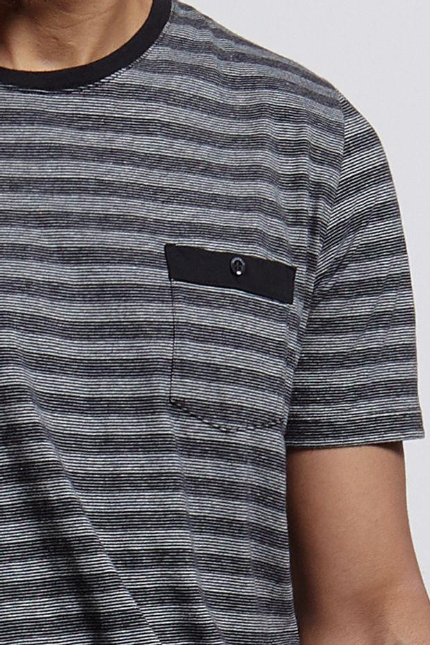 Ref.-18413---Tshirt-Ollie-Stripe-Pocket-Preta--detalhe-