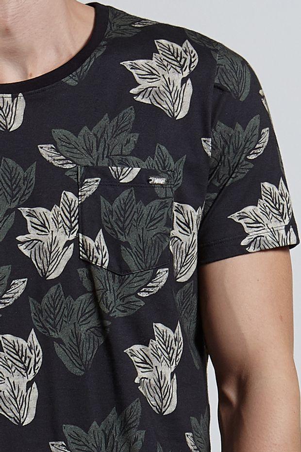Ref.18319---T-shirt-mc-malha-xilo-folhas-full-Cor-Preto_detalhe