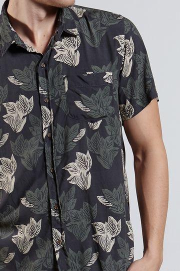 Ref.-18296---Camisa-Xilo-Folhas-Dark-Preto---detalhe