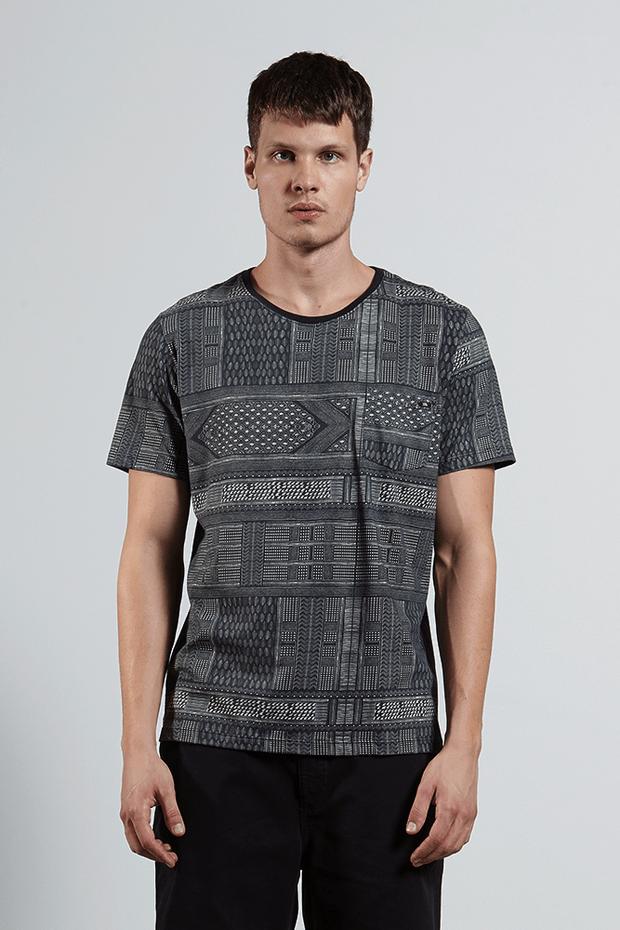 Ref.8204395-18325----T-shirt-mc-malha-lenco-ful-Cor-Preto---R-8500-02_frente