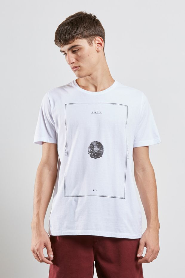 tshirt_tropical_resistance_branco_17466_frente_armadillo