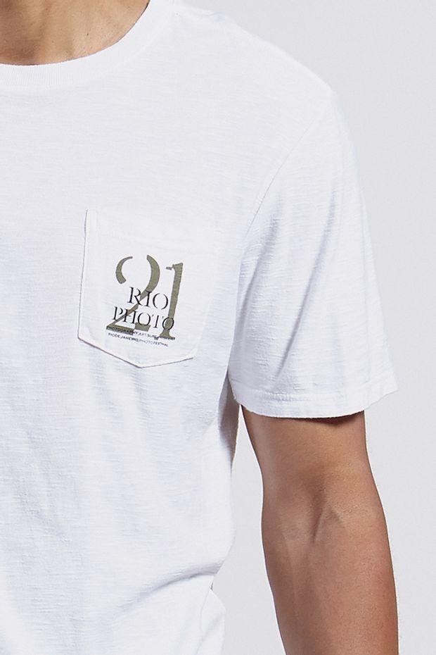 Ref.-8204283-18256----T-shirt-mc-malha-rio-photo-bolso-Cor-Branco---R-5400-02_detalhe