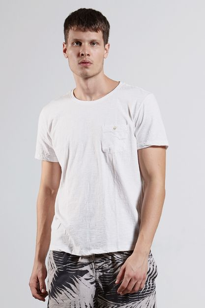 Ref.-8204413-18350----T-shirt-mc-malha-flame-basic-pocket-Cor-Branco---R-4900-02_frente