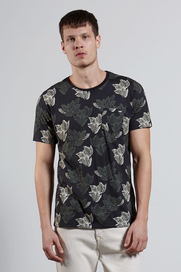 Ref.18319---T-shirt-mc-malha-xilo-folhas-full-Cor-Preto_frente
