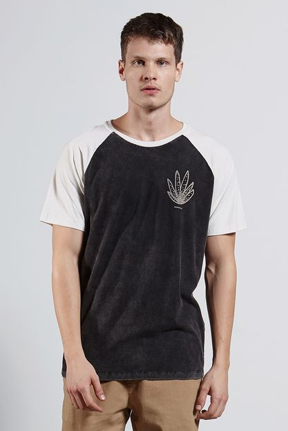 Ref.-8204287-18260----T-shirt-mc-malha-raglan-suculentas-Cor-Preto---R-6300-03_frente