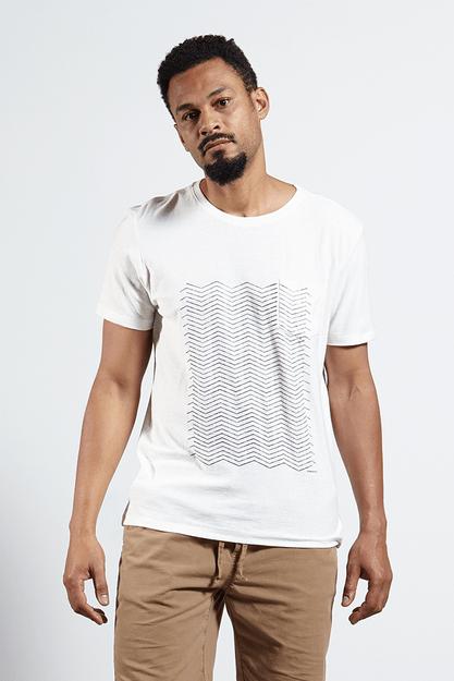Ref.-18228---T-shirt-malha-graphic-lines-bolso-off-white-frente