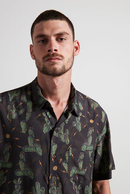 Ref.-18983---Camisa-Cactl-S-Bolt-Marrom---Detalhe-frente