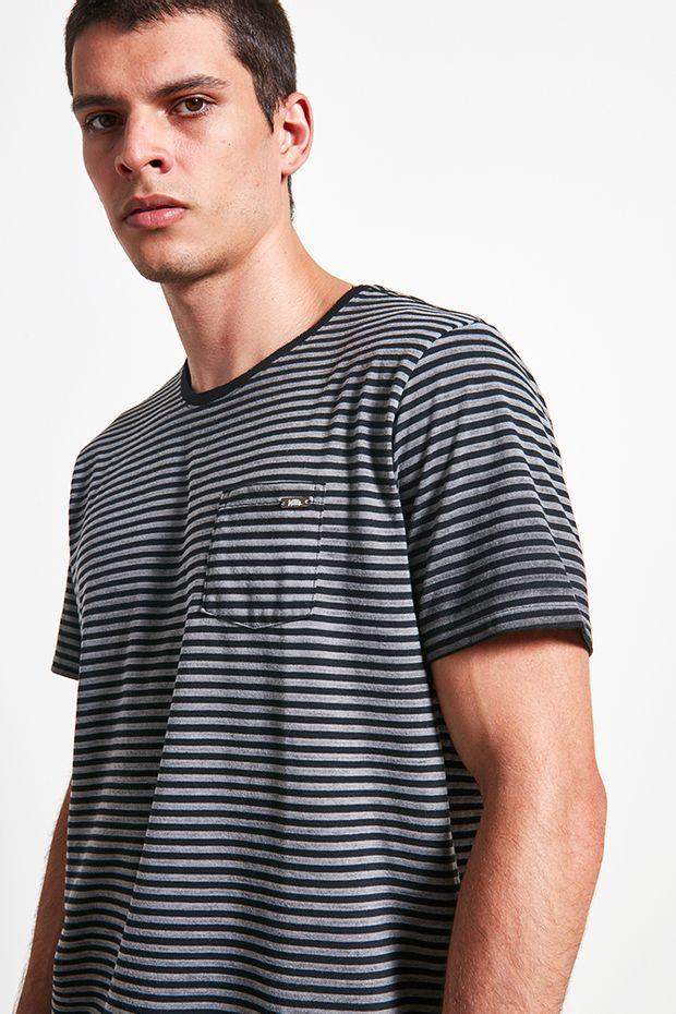 Ref.-18749---t-shirt-malha-urca-stripes-preto---frente-detalhe