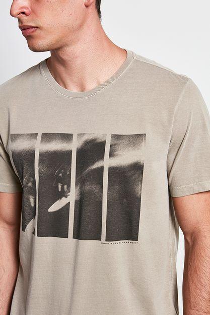 Ref.-18798---t-shirt-malha-fragment-caqui----detalhe-.