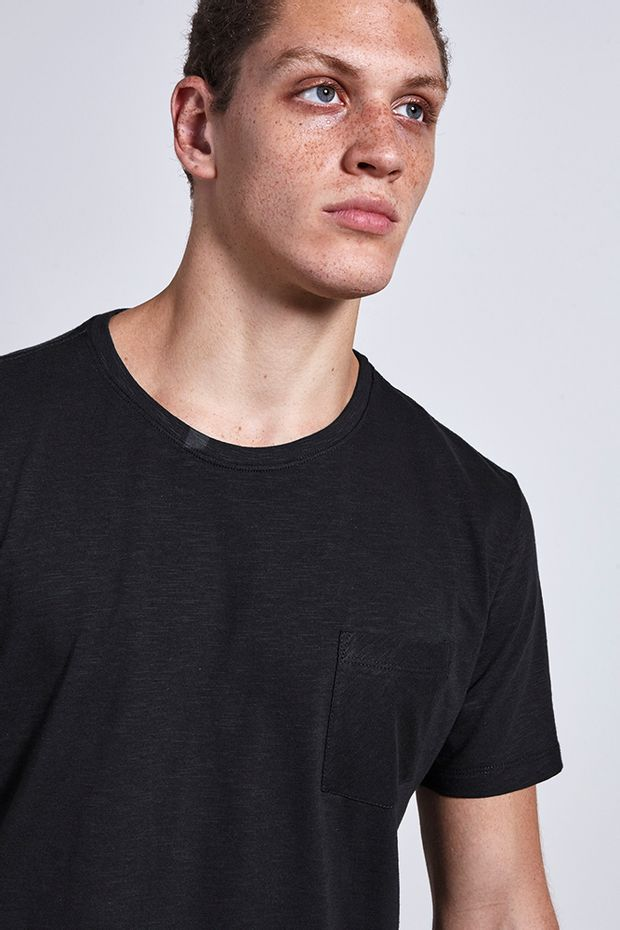 Ref.-18851---t-shirt-malha-maxi-pocket-preto----detalhe-.