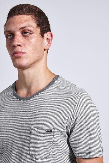Ref.-18910---t-shirt-malha-light-stripes-cinza---detalhe