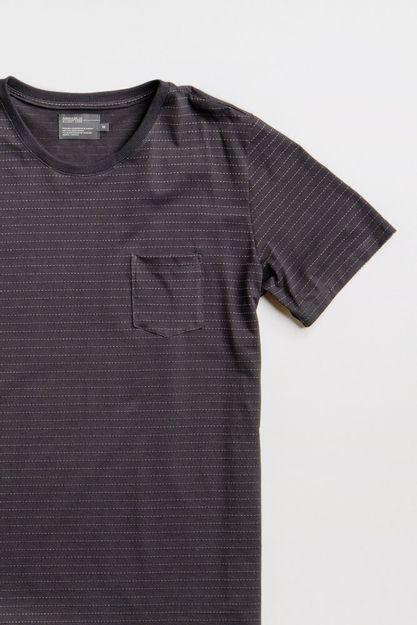 205280--T-shirt-liwa-maquinetado---preto--Detalhe-